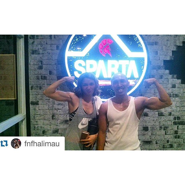 Aaaaand she's back!!!! This time, with her guns!!! @iyavillania and @fnfhalimau flexing their biceps 🏻🏻 #thisisspartaph #SpartanResolution #spartaphilippines #spartacalisthenicsacademy