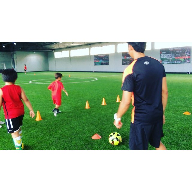 Footwork and coordination is key in the sport of Football. Learn all the basic movements and progressions to become an elite player, right here in the SPARTA Calisthenics Academy. Classes are every MWF 10am-12nn, open to 3-15 year old boys and girls. Rates:P600 Walk in P6,000 for the month P18,000 April-June (includes Jersey) ENROLL NOW and play in the best indoor sports facility in the Philippines️️ #spartafootballacademy #football #thisisspartaph