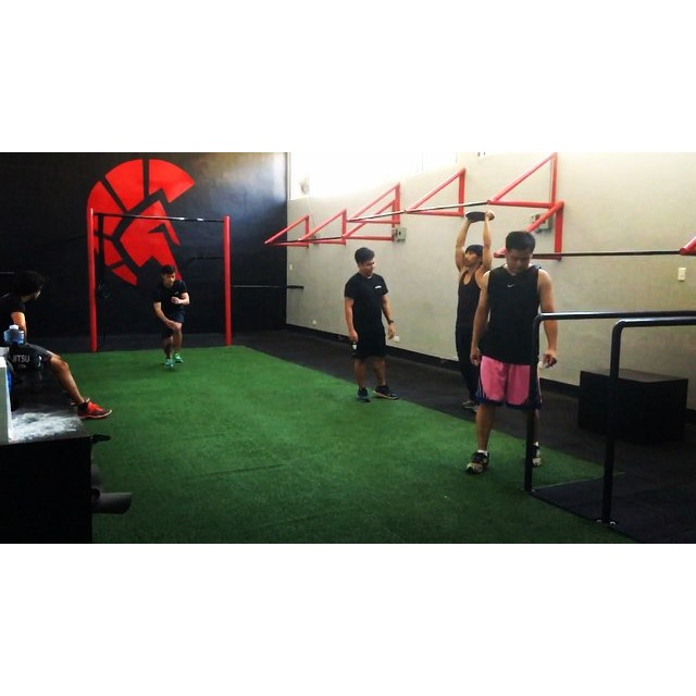 Personal training at the SPARTA Calisthenics Academy ensures you get 100% of our Strength and Conditioning Coaches all to yourself.If you have specific goals you want to reach, but don't feel like working out at night or in a group, make sure you call 09777634402/6553799 to inquire more about our Personal Training program or reserve YOUR SLOT with our coaches.🏻😎 #thisisspartaph #webreedchampions #spartanresolution #spartanattitude #spartacalisthenicsacademy Coaches: @tonvergel @fnfhalimau Trainees: @nacinorocco , Harris, @mackiegalvez