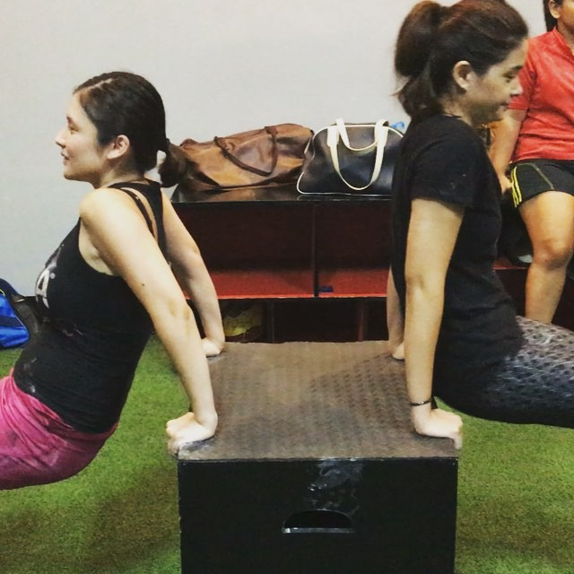 Superstars @yamconcepcion and @artajeanne join our Sthenos and Kalos class to get #spartanstrong #spartansexy and #spartanfit. These box dips ensure that both Spartan women progress safely and effectively to our more advanced dip workouts. 🏻🏻 #thisisSpartaph #spartanresolution #spartacalisthenicsacademy #fitness