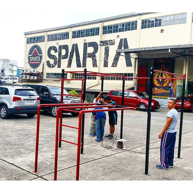 Hari ng Baras rig is currently being set up! Come see the strongest and most talented bar athletes in the Philippines battle it out this Saturday, July 16, 2016 here at Sparta! Skills and Reps Battles begin at 730 am and Championship battles will be at 5pm. Don't miss out on this one of a kind event!#thisisspartaph #HariNgBaras #calisthenics #ReynaNgBaras