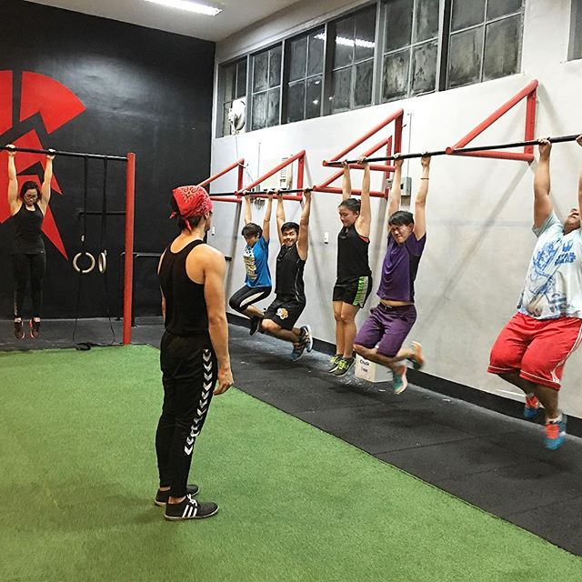 """Kapit lang, bes!"" #calisthenics #spartacalisthenicsacademy #bodyweight #fitness #kalos #sthenos"