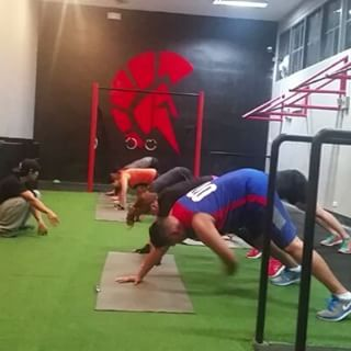 That last shout after you finish your workout! Awesome job @oscaroida keep up the good work!  Sparta Calisthenics Academy kalos classes tonight are at 7pm and 9pm as usual! #ThisIsSpartaPH #spartacalisthenicsacademy #calisthenics #Kalos